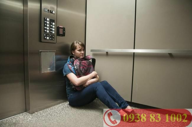 thang máy mất điện